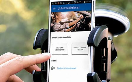 Hilfe unterwegs im Auto mit dem Unfallmeldedienst